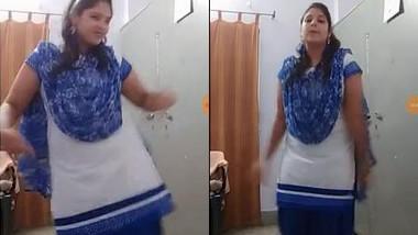 40 Size Desi Punjabi Babe Dancing and Shaking her bobbies