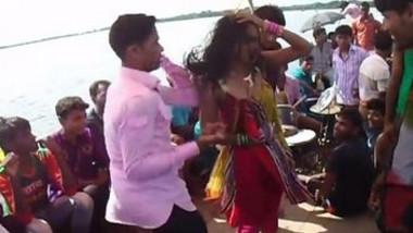 Desi Girl Piknik dance on boot