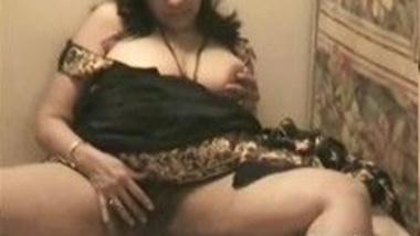 Desi Indian auntie masturbates and fucked In doggystyle