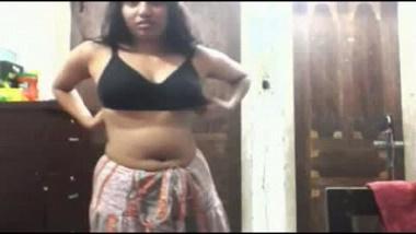 Indian Punjabi girl home made strip tease mms sex scandal