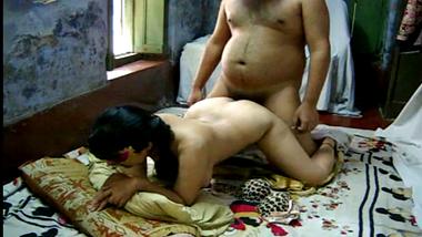 Indian milf bhabhi raises huge ass for doggy style sex