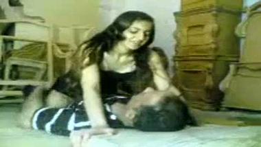 Bengaluru office girl enjoys hardcore sex with manager!