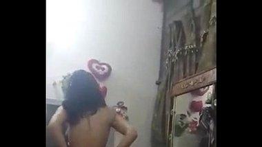 Sexy Punjabi Girl's Topless Dance MMS
