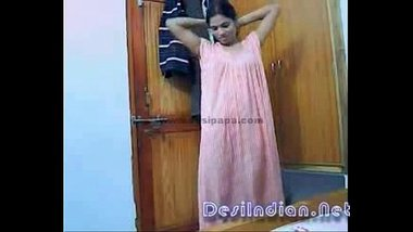 Nude Hot Bhabhi Wearing Clothes After Shower