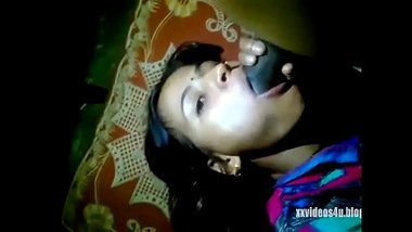 Sexy Bengali Bhabhi Posing While Making MMS