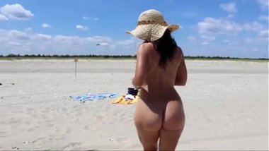 Sexy Nude Girl In The Naked Beach