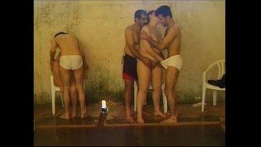 Swimming pool mai adla badli karke couples ka group sex