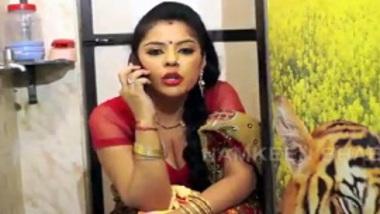 Hindi xxx b-grade Indian porn of namkeen bhabhi & neighbor