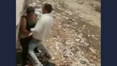 Desi aunty fucking on standing