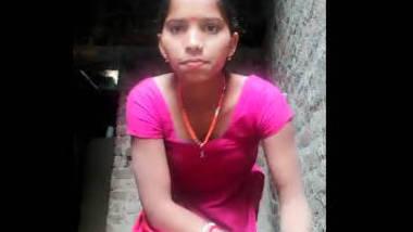 Desi village wife show her sexy fgr
