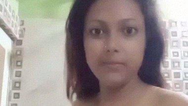 Bathroom selfie video of hot desi beauty