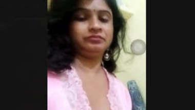 Telugu Bhabhi Showing Boobs Part 2