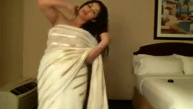 Seductive XXX Dance by Mature Desi Aunty on Hindi Song