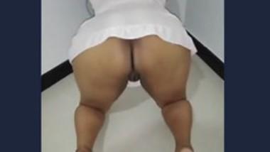 Desi big ass bhabi fingering pussy her husband