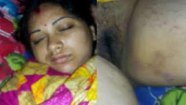 Desi female sleeps but man films XXX hairy peach for amateur sex video