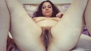 Webcam model spreads Indian pussy to show how pink and sexy it is
