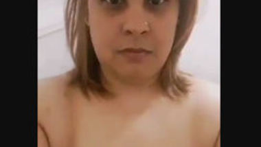 Desi aunty show her big boob and fingering pussy selfie cam video