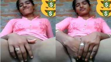Indian webcam worker sits in front of camera and stimulatea pussy