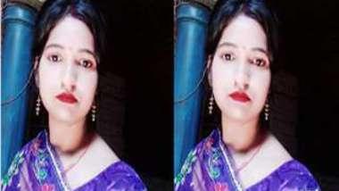 Desi village girl washes her slender body in front of XXX camera