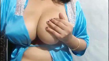 Busty Desi aunty vibrator XXX show big tits with dildo vibrator