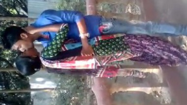 Desi lover very hot kiss in park