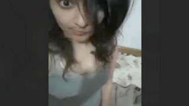 Cute Paki Girl Showing Boobs