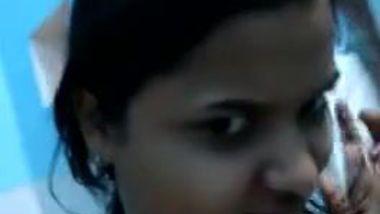 Pretty girl XXX strips showing her slender Desi body for camera