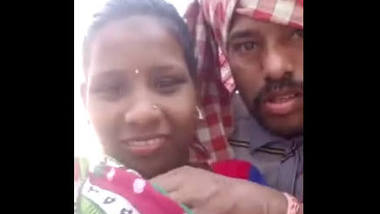 Desi village wife romance with lover outdoor