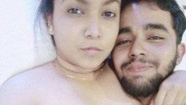 Indian lovers short and sexy nude MMS video