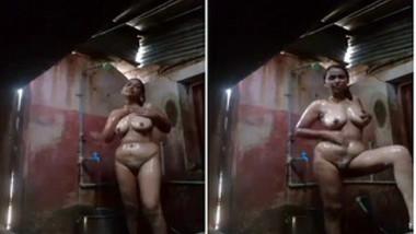 After work Desi MILF washes her XXX body in front of hidden camera