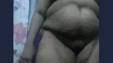 Desi aunty show her big boobs in bathroom