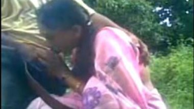 Bhuvaneshwar desi aunty park blowjob mms