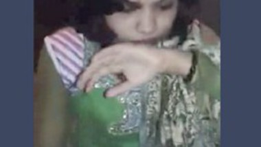 Neighbour Bhabi in Green Suit Giving Blowjob
