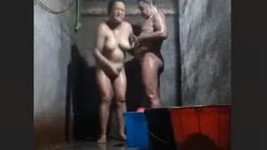 Desi Mature Cpl Bathing