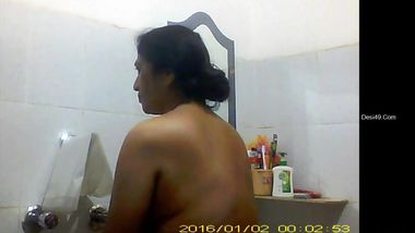 Indian aunty decides to film bathroom video and upload it to XXX site
