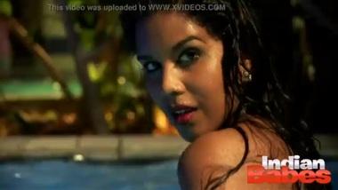 Huge Boob Desi Babysitter In Pool Naked...