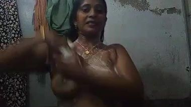 Indian mom gladdens spectators filming the amateur bathing video