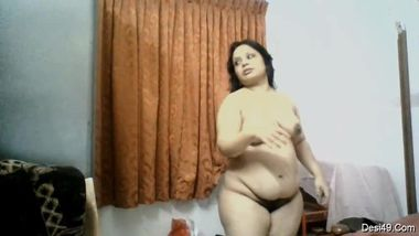 Paunchy housewife of Indian origin walks naked in front of camera
