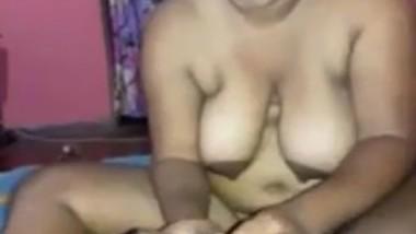 Desi bhabi sucking husband cock