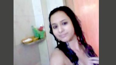 Desi cute bhabi nude bath