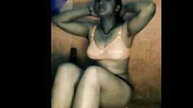 Winsome Indian girl isn't porn actress still she takes bath on camera