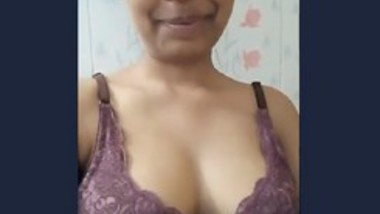 Cute Desi Girl Showing Boob and pussy