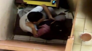 Indian sex mms of hot Noida girl recorded in cyber cafe