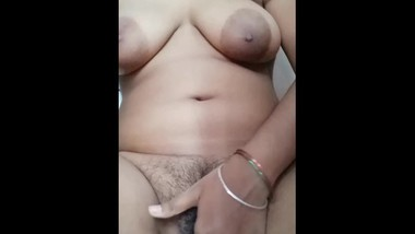 Indian mom showing her big ass and fingering her pussy part-2