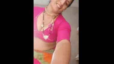 Desi Sexy bhabi hot bra show