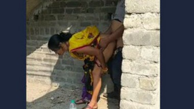 Desi aunty ducking outdoor with uncle