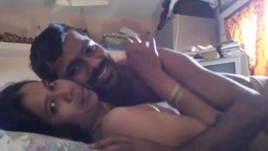 Leaked HD homemade mms scandal of shy Chennai aunty
