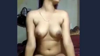 Desi cute girl showing her boobs in selfie cam