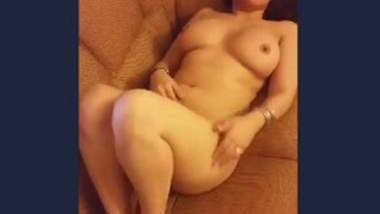 Sexy NRI paki bhabi nude captured