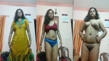 Sexy Desi girl showing boobs and pussy on selfie cam